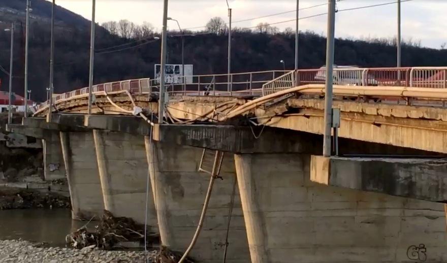 Situație incertă în privința începerii lucrărilor de reparații a podului peste Trotuș  de la Onești