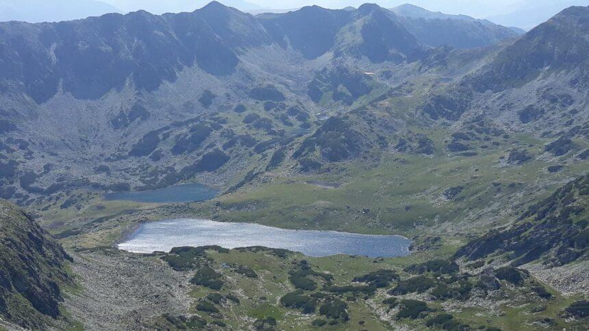 Obiectiv –  Cu aparatul de fotografiat  prin Munții Retezat și prin alte locuri