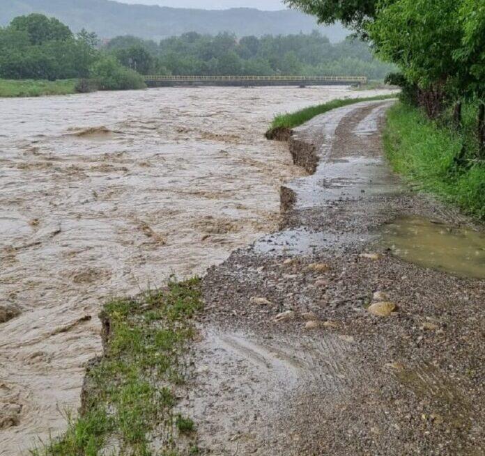 Inundații pe  valea Cașinului